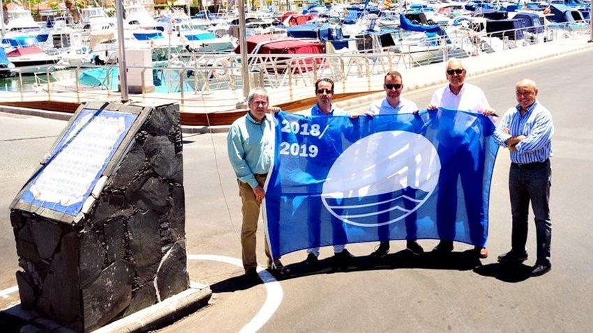 Pasito Blanco iza la trigésima bandera azul consecutiva de su historia