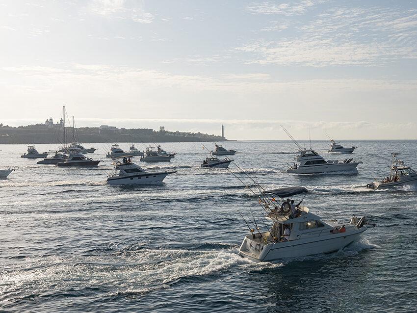 El Blue Marlin saluda a las embarcaciones del I Open Internacional Pesca de Altura